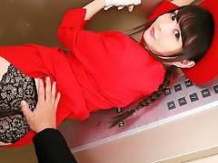 【VR】跡美しゅり スレンダーな童顔エレベーターガール!密室でちんぽを責められ立ちバック