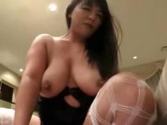 プライベート風のイチャイチャセックスをする爆乳熟女の村上涼子