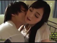 【おっぱい】鈴原エミリ・これはかなりの美人なパイパンの妹!デカチンで優しい兄がエッチしまくりです!
