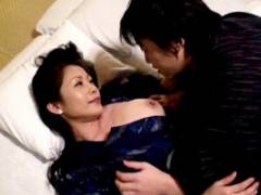 友田真希 お母さんと温泉旅行に行って近親相姦セックス!