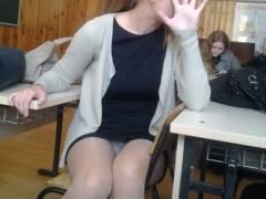 ロシアの学校で撮影された女子生徒の画像。。男子はガチで勉強どころじゃないwwwwww(エロ画像)