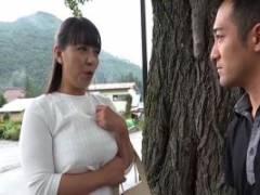 村上涼子 美熟女の巨乳母と再会した息子!セックスレスの人妻まんこに近親相姦ファック!
