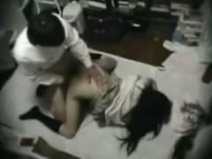 【閲覧注意】LINEの無断外泊円〇光生徒!貧困オヤジに膣内射精で処女を奪われたネット拡散動画www