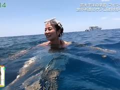 シンクロ青木愛さん、ビキニのおっぱいと短パンのムチ尻。