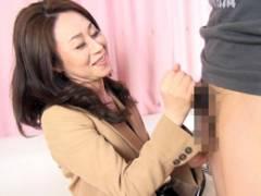 【熟女ナンパ】いやらしい乳首の四十路妻がバリカタチ○ポに大興奮ハメ撮り!