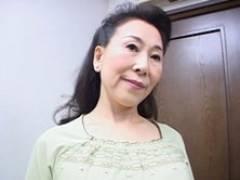 【無】六十路の叔母が甥っ子をギュッと抱きしめベロチューセックス! 小谷雅恵