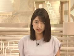 三田友梨佳アナ、インナーとブラ紐が透けてしまう。