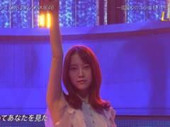 乃木坂46堀未央奈がノースリーブで腕上げてツルツルの綺麗なエロいワキが丸見えキャプ!