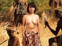 ど痴女四十路熟女がアフリカに乗り込み部族青年の童貞を喰らう! 鮎原いつき