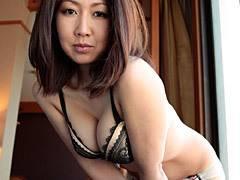 伊織涼子 四十路の巨乳女社長が契約を獲得する為、ミニスカと黒パンスト姿で接待させられる!