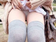 【2次元+3次元】ニーソでできた膝上15cmの聖なる領域のエロ画像集!(60枚)
