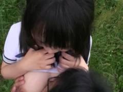 北海道の大自然の中で青姦されるホルスタイン巨乳JK