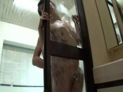 古川祥子 他人の家の前で放尿したことがきっかけとなり清楚で美人な人妻が風呂場で犯されるハメに!