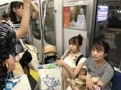 【画像】東海道本線に乗り込んだ美少女グループに車内騒然!!