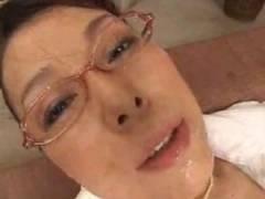 息子にバックから騎乗位でピストンされ連続イキのメガネ五十路熟女母 青井マリ