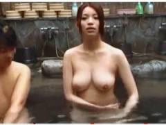 【風呂】森川ななせ。混浴に入ったら姉がデカパイで勃起しました!