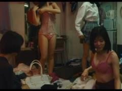 「万引き家族」エロシーンまとめ!松岡茉優の水着おっぱい&オナニー、安藤サクラの寝バック濡れ場