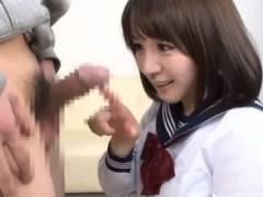 【ロリ】「あはは♪本当に勃起してるw」ビッチJKが興味津々で勃起チンポを握って放さないw篠田ゆう