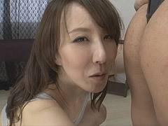 澤村レイコ M字開脚のレオタード姿でオメコを見せつける痴女に堕ちた四十路美熟女!