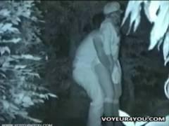 【青姦】本当に猥褻な夜中の茂みの中で彼女のパンティで手を入れている大学生です!オメコがヌルヌルでもう我慢できません!