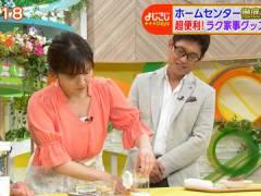 テレ東・角谷暁子アナ、ユルめな胸元から谷間チラ連発。