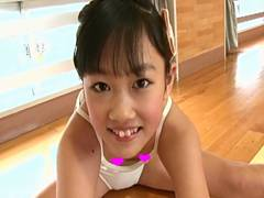 【マンスジ連発】体の発育はまだまだの八重歯がチャームポイントで瞳もパッチリでバーサスキッズの末っ子で活躍していたジュニアアイドル日向佳奈ちゃん