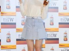 HKT48・指原莉乃、久々のミニスカ美脚全開にはにかむ「すごく恥ずかしい」