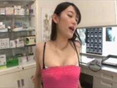 ド変態美人女医さんが検査室で逆レ●プ状態のセックスw子宮まで届く子宮破壊的騎乗位ピストンが最高にエロいw
