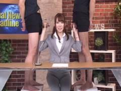 椎名りりこ 波多野結衣 美人アナウンサーが両手で勃起ちんこを手コキしながら放送