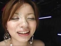 美乳AV女優のフェラからの顔射