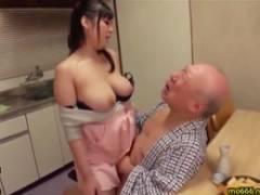 巨乳の乃南静香が老人相手のセックスでおっぱいをブルンブルンと上下に弾ませる