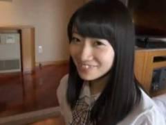 小汚い中年オヤジとのSEXでヨガリまくる激カワ美少女たち【無料AV動画】