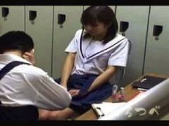 【万引き+女子高生+盗撮】これはやばいギャル系セーラー服の可愛いロリータ美少女!店長が強姦レイプしてしまいます
