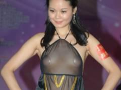 【シースルー下着モデルエロ画像】スケスケの下着を着用しちゃっているアジア系美女がスケベ過ぎるww