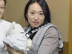 椎名綾 ラブホテルで赤ん坊をあやしながら不倫SEXで下腹部を痙攣させる巨乳人妻