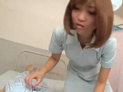 【ギャル】激カワナースがM男の患者の肉棒からザーメンを搾り取る!