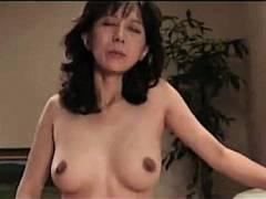 【小林ひとみ】動けない息子の前で熟女お母さんが強姦レイプされる!