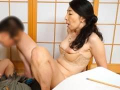 癖の悪い息子のチンポをしっかり躾ける為に実際にセックスをする五十路の母親wwww 近親相姦 楠由賀子