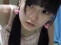【ロリ】美顔ながら黒髪パッツンロリ娘が自分で撮影しながらオナニーw