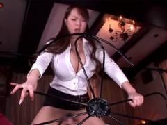 【エロ動画】爆乳過ぎる痴女医が寝たきり患者に顔騎&バキュームフェラ!