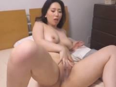 友人の彼氏に寝取りセックスで中出し発射させる巨乳お姉さんの佐山愛