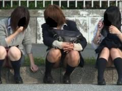 【女子校生春のパンツ祭り 2018】盗撮カメラマンが制服JKのパンチラや太ももを狙うとこうなりますwww