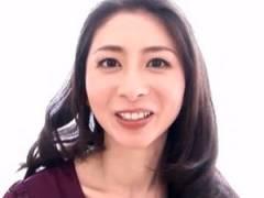 美熟女の口内でザーメン暴発してしまう童貞男性 長谷川美紅