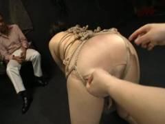 桐島綾子 SM雑誌の調教モデルとなった熟女妻!夫の目の前で緊縛調教され大興奮して果てる変態妻!