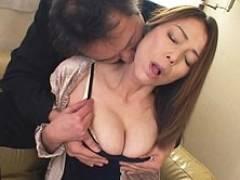 【無】息子の家庭教師にハメられる四十路の巨乳ママ 青井マリ