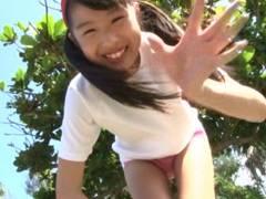 JS6年生二葉姫奈ちゃん、マンコの形が完全にわかるほどのマンスジを無邪気に披露する