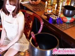 涼川絢音 スタイル抜群のセクシー女優が太もも開いて極太ディルドで禁欲開けの性欲開放オナニーする坊主バー