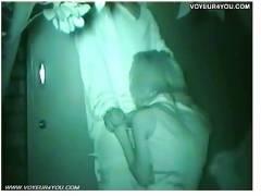 【盗撮+青姦】これは危険な深夜の公園で彼氏が出した勃起したチンポコを舐めているOLです!盗撮カメラマンが隠し撮りしてしまいます。