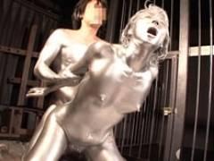 銀粉やべぇ!!メタリックボディで調教&濃密セックスの四十路熟女 矢部寿恵