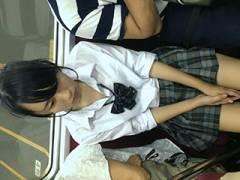 電車対面に座ってるマンさんのエロい太ももやパンチラを隠し撮りしてる盗撮画像まとめ→45枚!